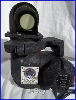 WW2 USN USMC Gunner's Training Reflector Gun Sight With Mount, NOS, COOL